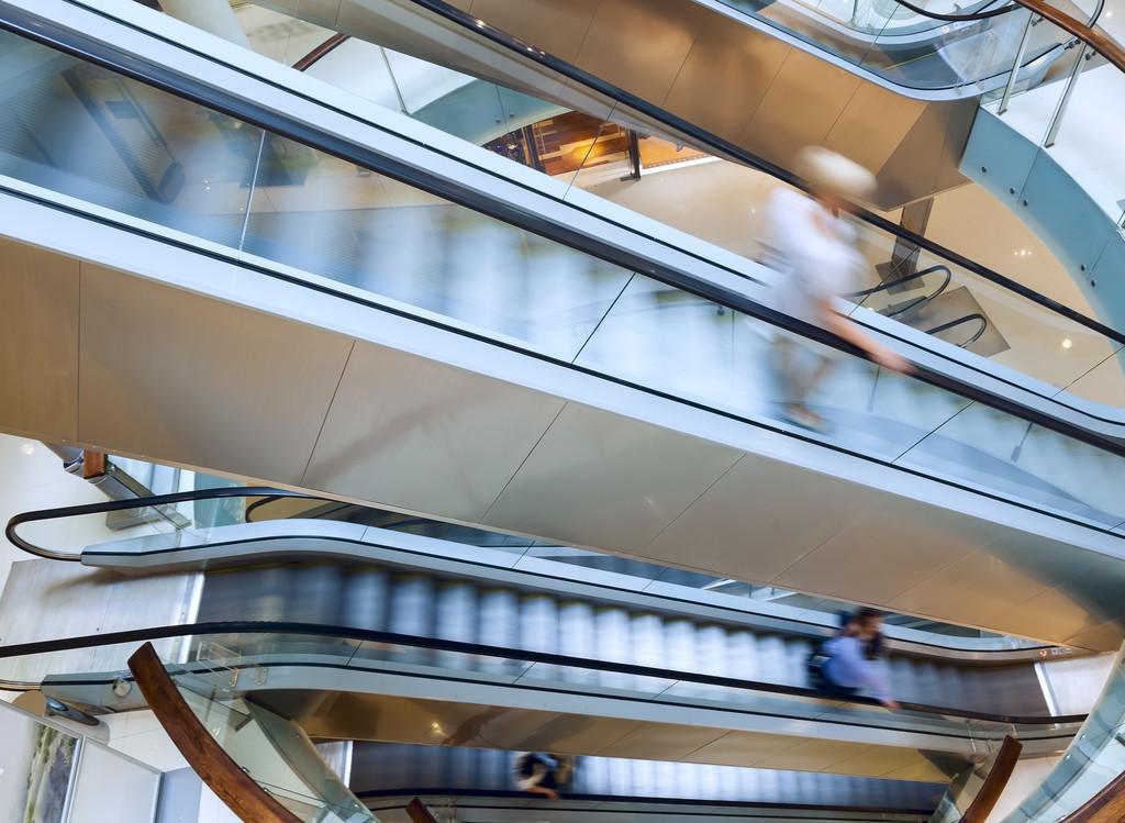 <strong>商场电梯铝单板有哪些优势和特点?</strong>